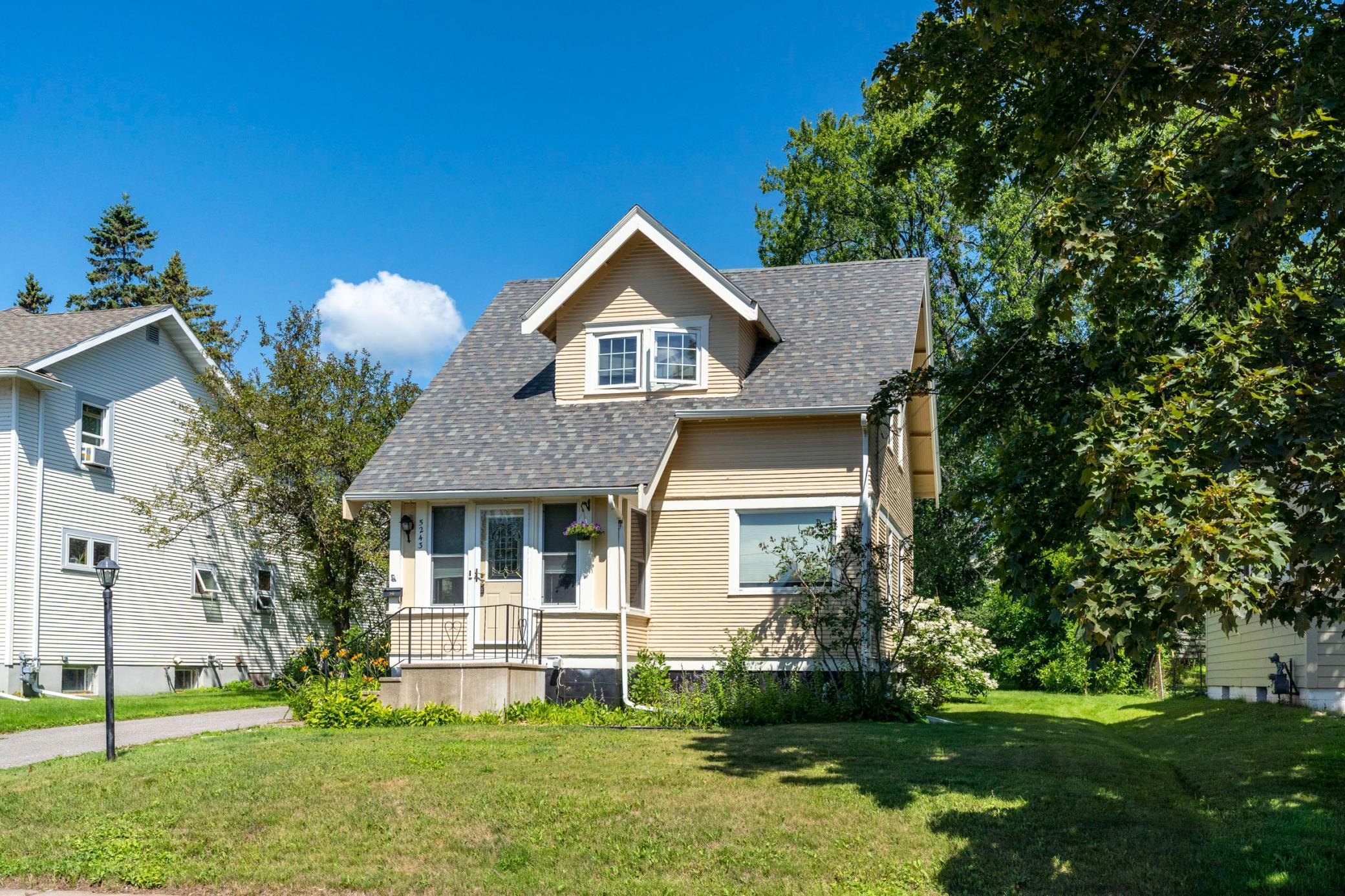 5243 Dodge Street Property Photo - Duluth, MN real estate listing