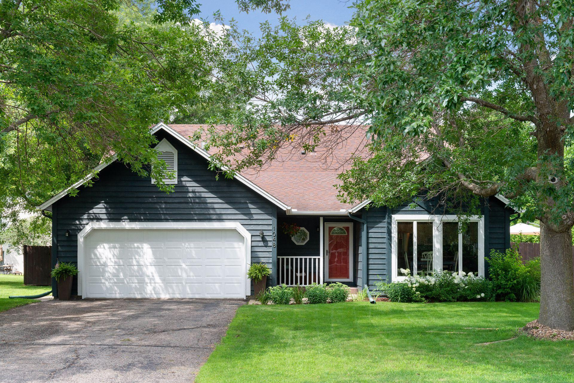 1048 Bluff Pointe Drive Property Photo - Chaska, MN real estate listing