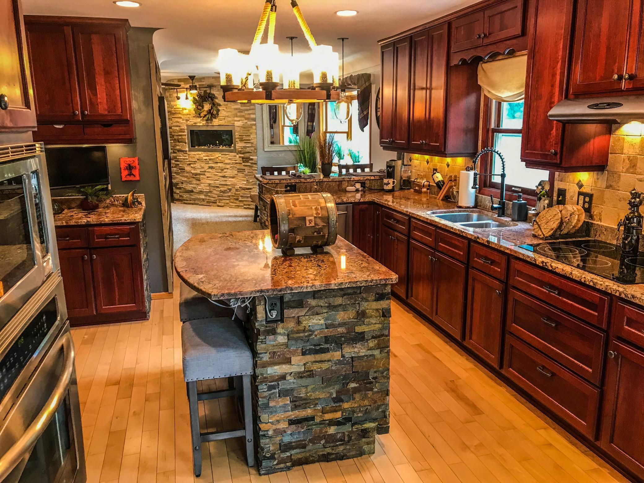 1105 W Medicine Lake Drive Property Photo - Plymouth, MN real estate listing
