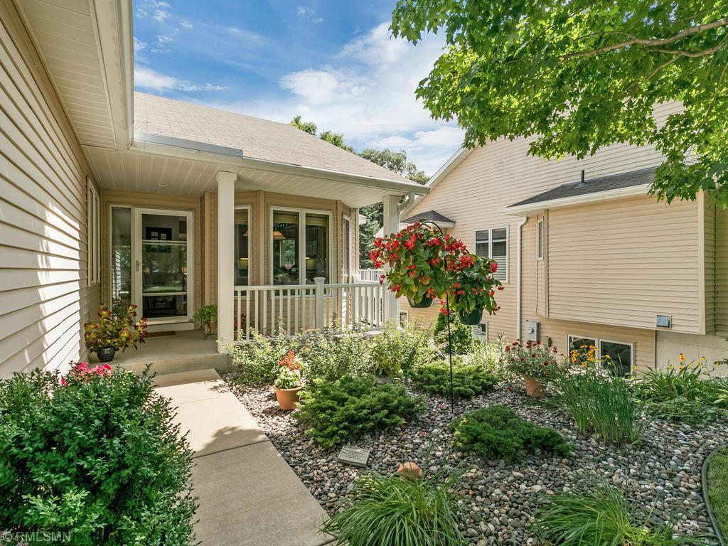 2119 Overlook Drive Property Photo - Bloomington, MN real estate listing