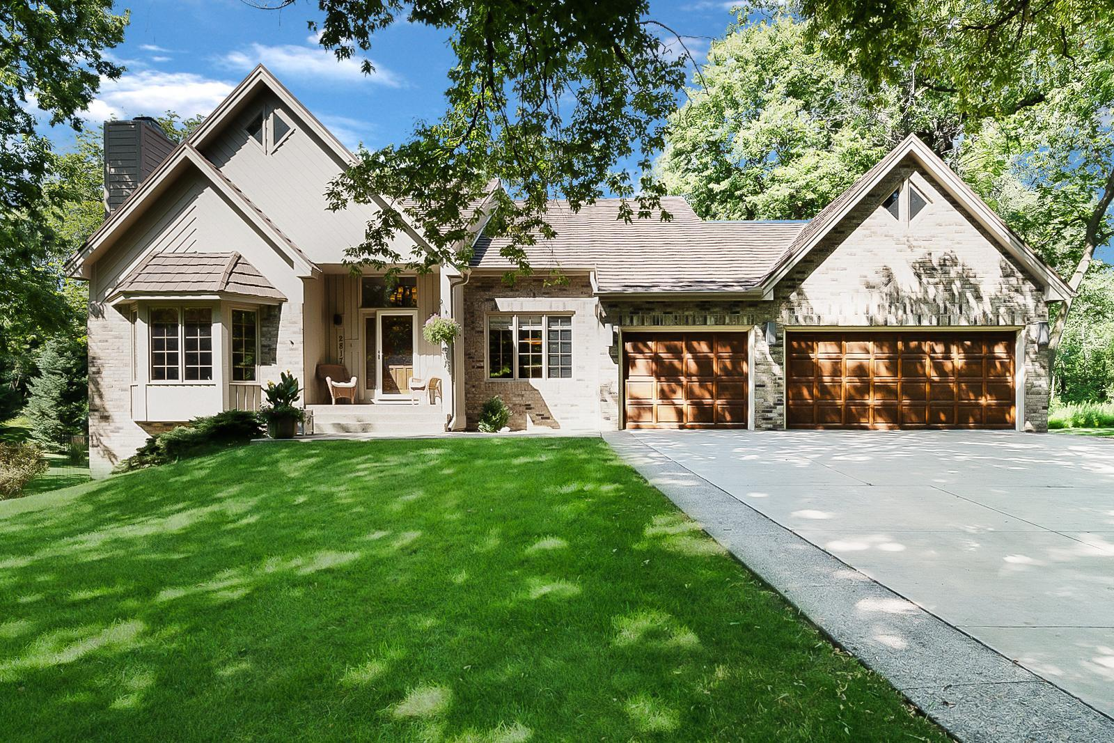 2817 Woods Trail S Property Photo - Burnsville, MN real estate listing
