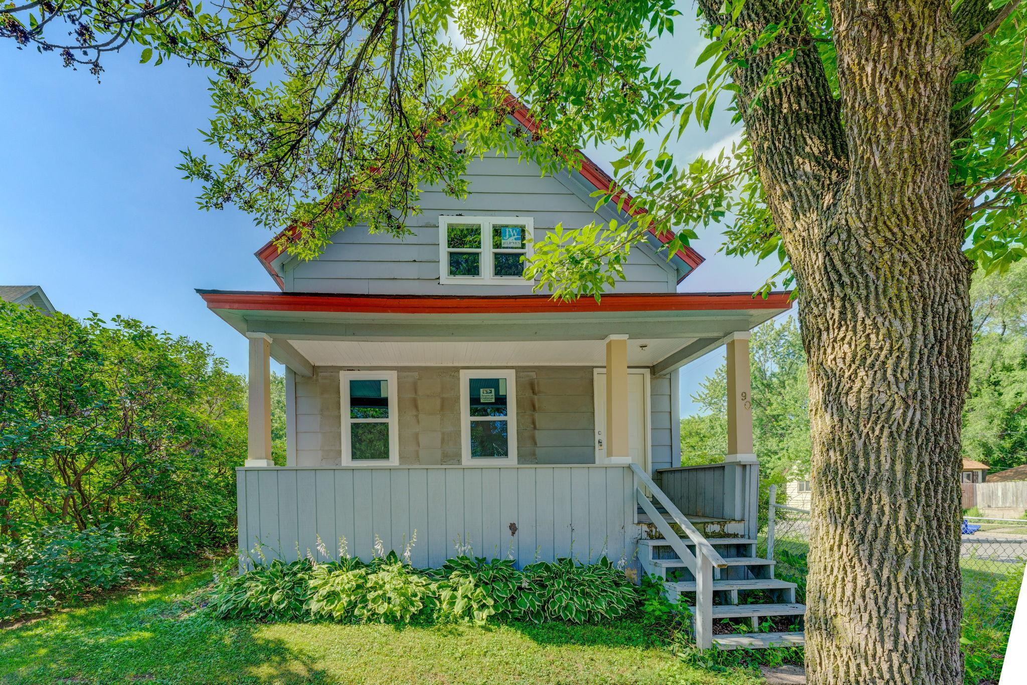 90 Manitoba Avenue Property Photo