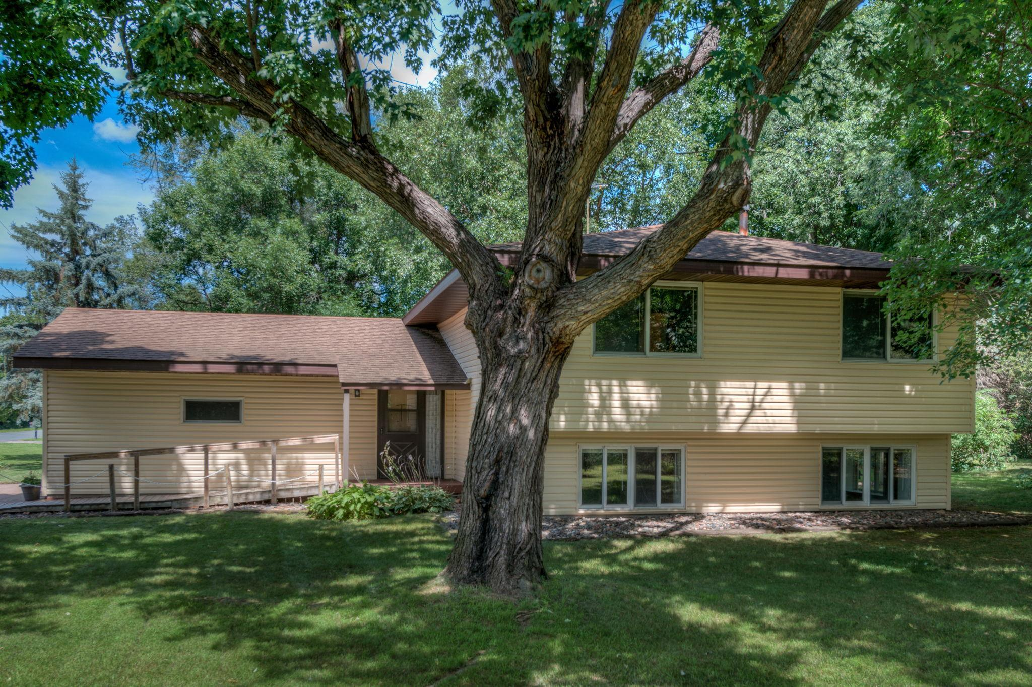 127 Quinlan Avenue S Property Photo - Lakeland Shores, MN real estate listing
