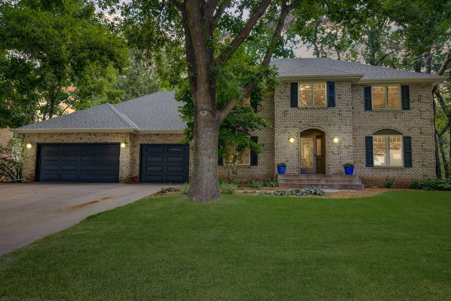 5946 Royal Oaks Drive Property Photo - Shoreview, MN real estate listing