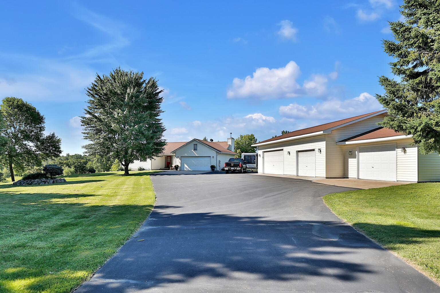 27988 Olinda Trail Property Photo - Lindstrom, MN real estate listing