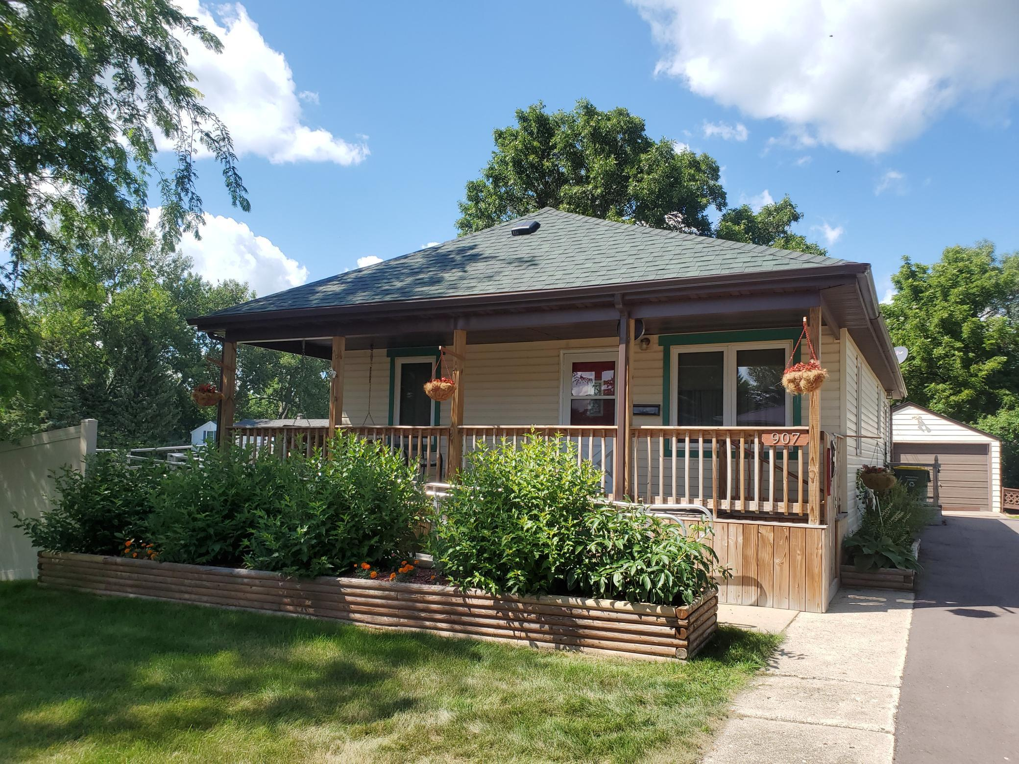907 6th Street SW Property Photo - Pipestone, MN real estate listing