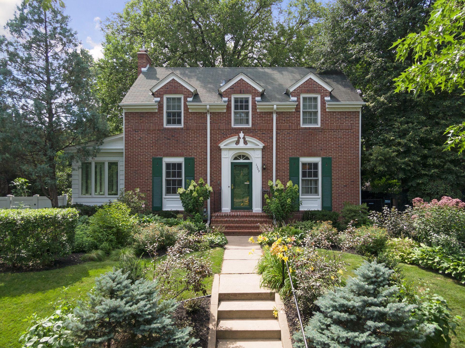 1309 W Minnehaha Parkway Property Photo - Minneapolis, MN real estate listing