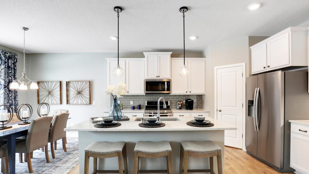 1725 Astoria Drive Property Photo - Shakopee, MN real estate listing