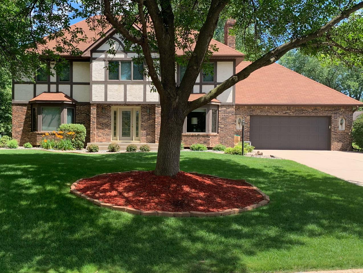 2374 Apache Court Property Photo - Mendota Heights, MN real estate listing