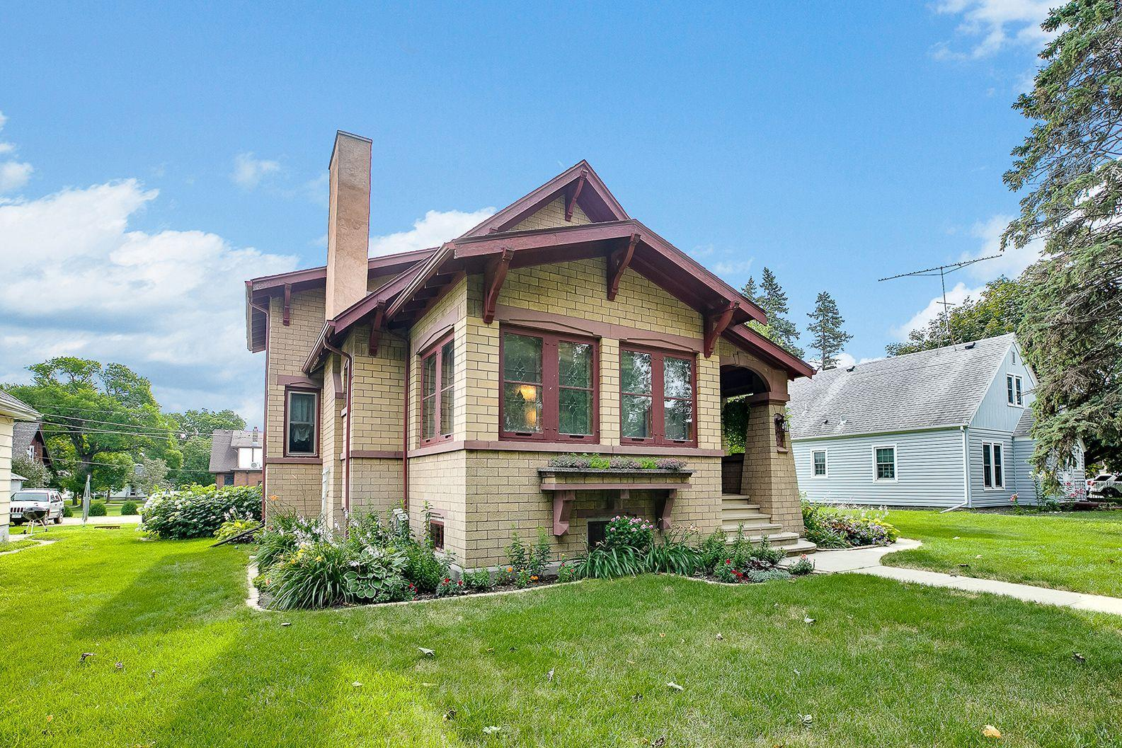 512 4th Street Property Photo - Gaylord, MN real estate listing