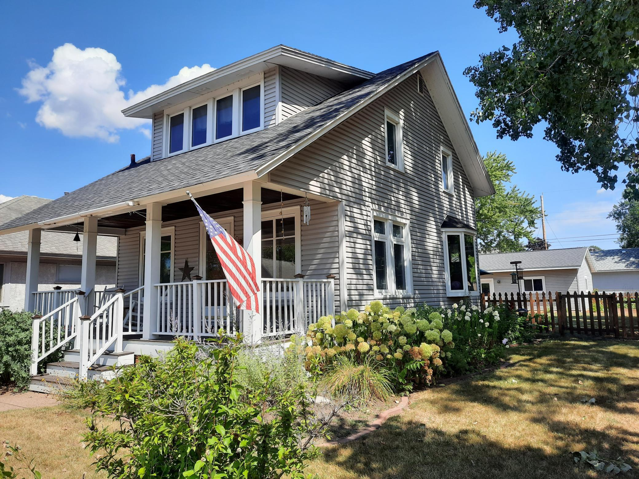 328 E 10th Street Property Photo