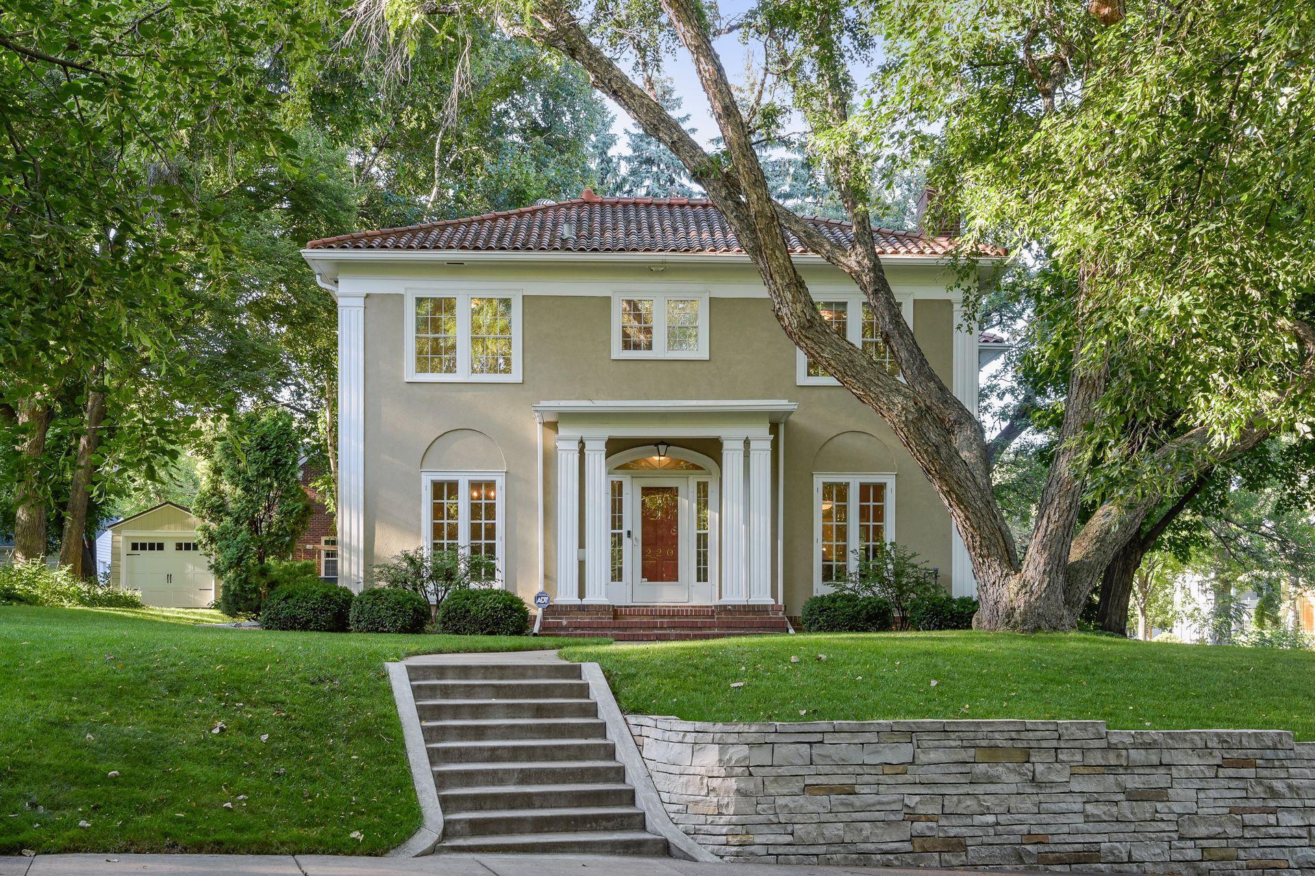 220 E Minnehaha Parkway Property Photo - Minneapolis, MN real estate listing