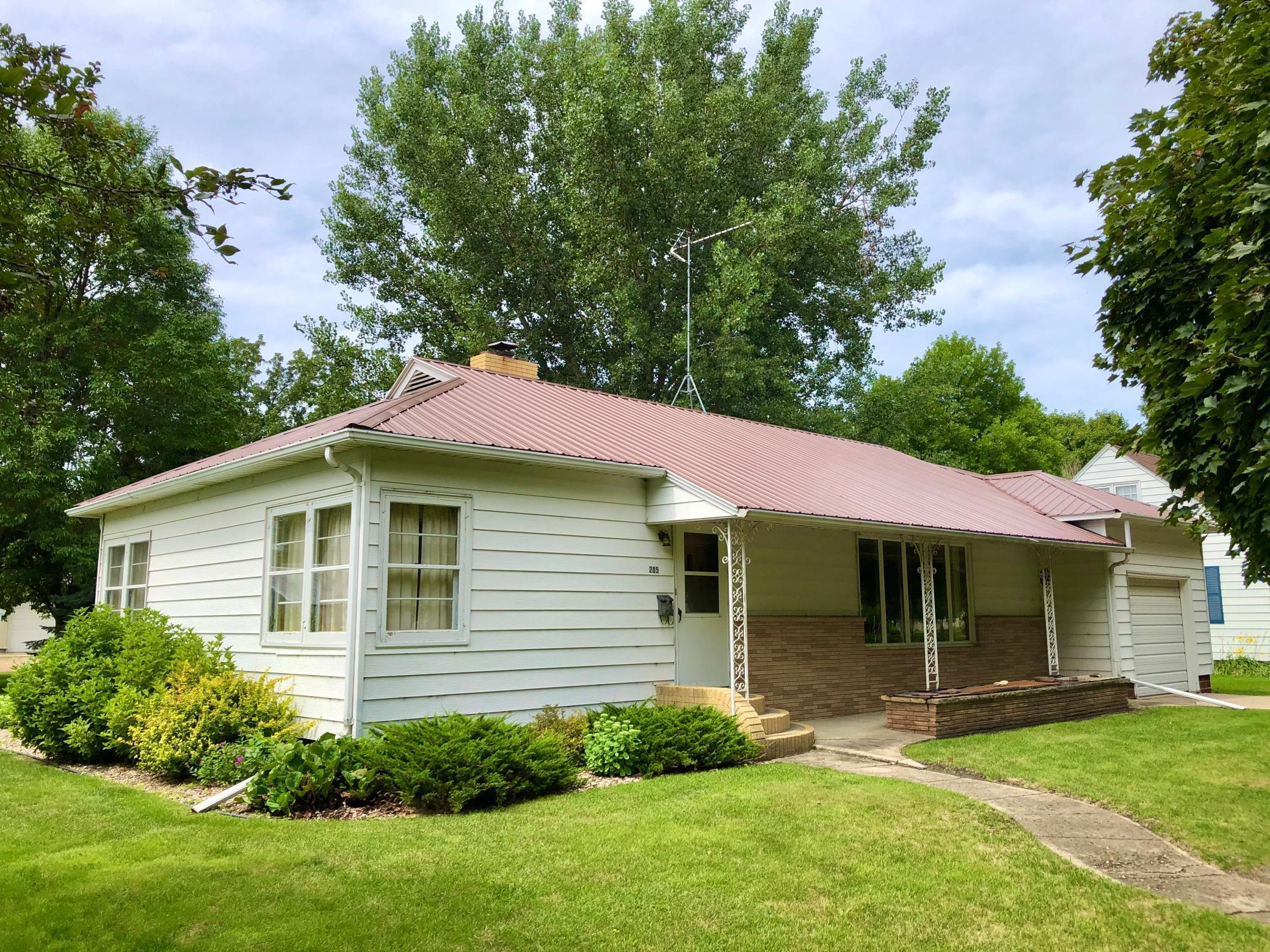 205 Prairie Street N Property Photo - Comfrey, MN real estate listing
