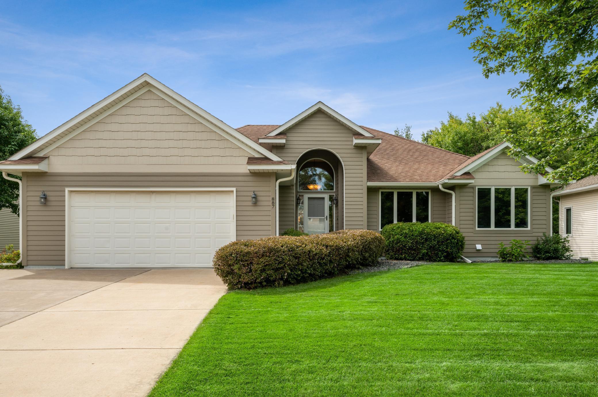 887 Deer Oak Run Property Photo - Mahtomedi, MN real estate listing