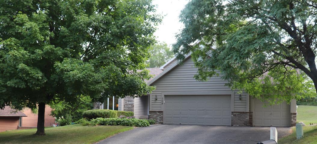 708 Oak Ridge Court E Property Photo