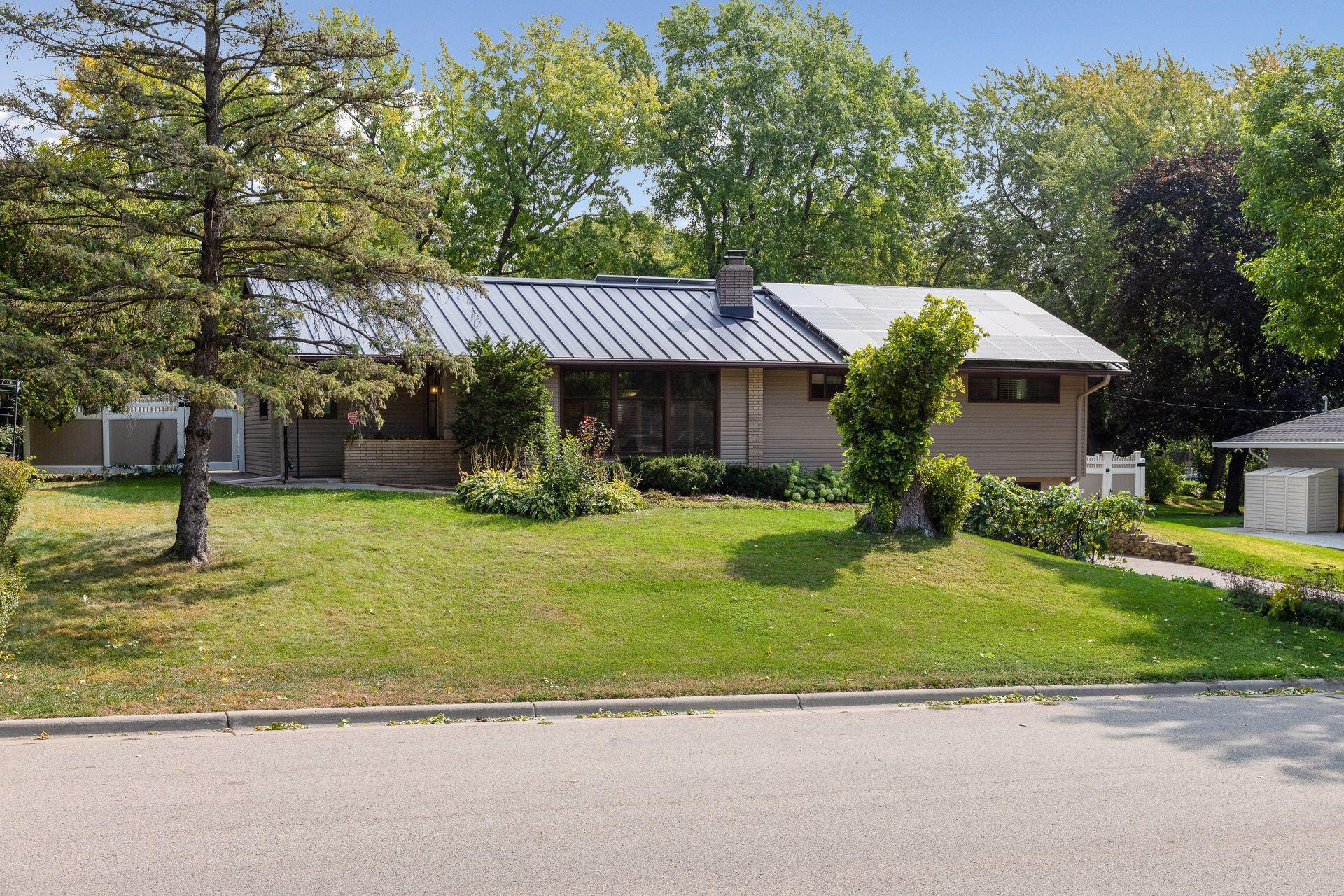 2132 Regent Avenue N Property Photo - Golden Valley, MN real estate listing