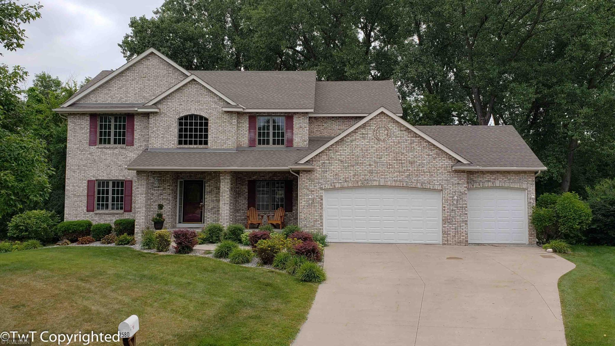 2580 Knollwood Court N Property Photo - Maplewood, MN real estate listing