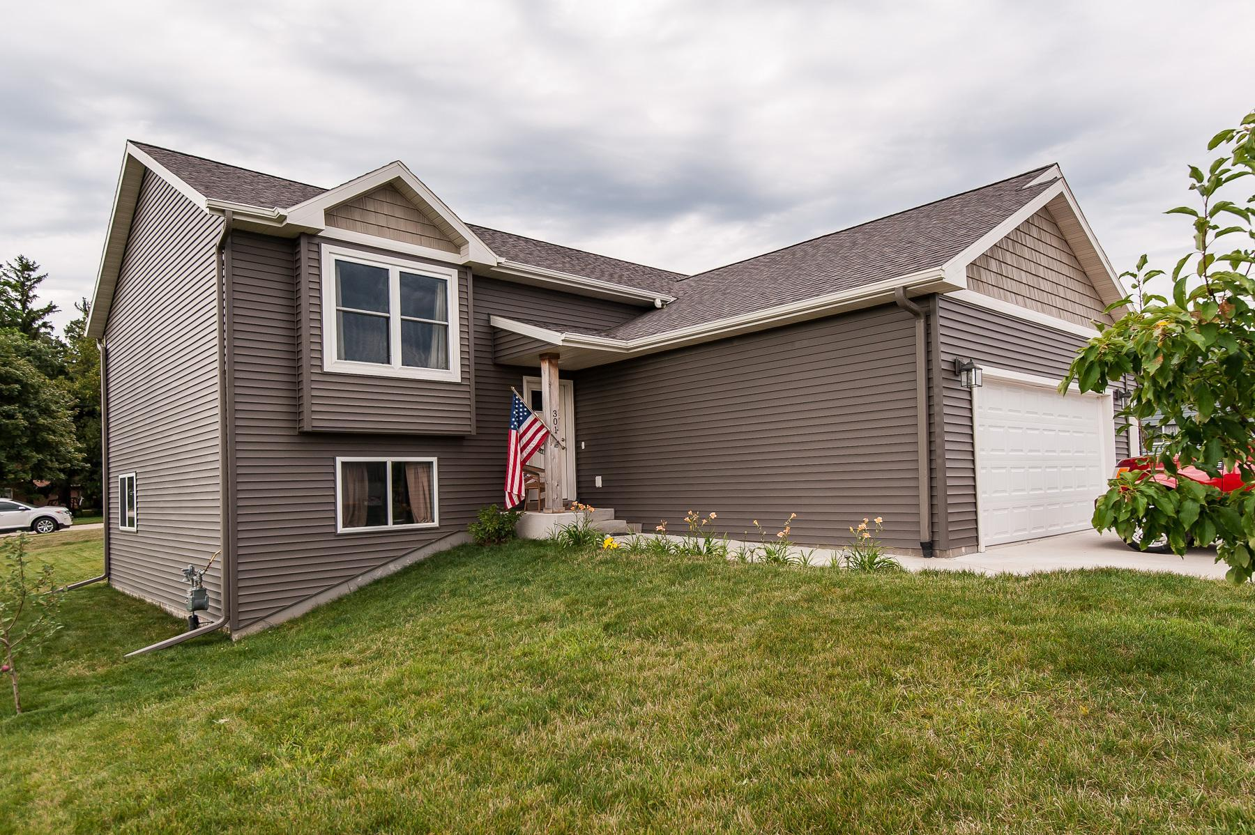 301 8th Street NW Property Photo - Dodge Center, MN real estate listing