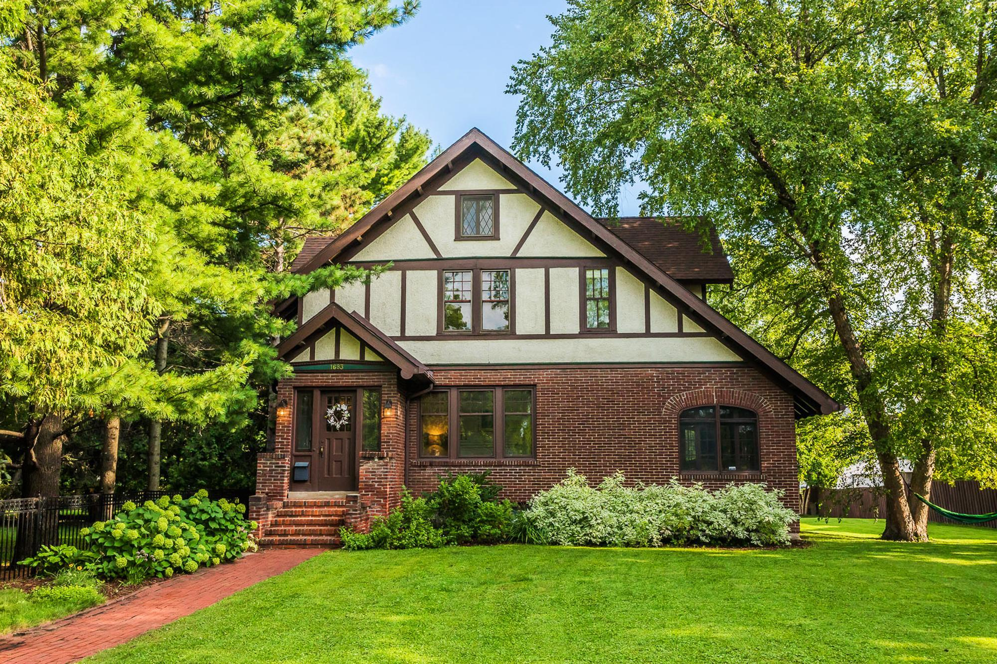 1683 Summit Avenue Property Photo - Saint Paul, MN real estate listing
