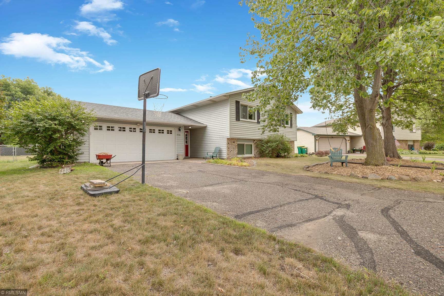 9508 Vincent Avenue N Property Photo - Brooklyn Park, MN real estate listing