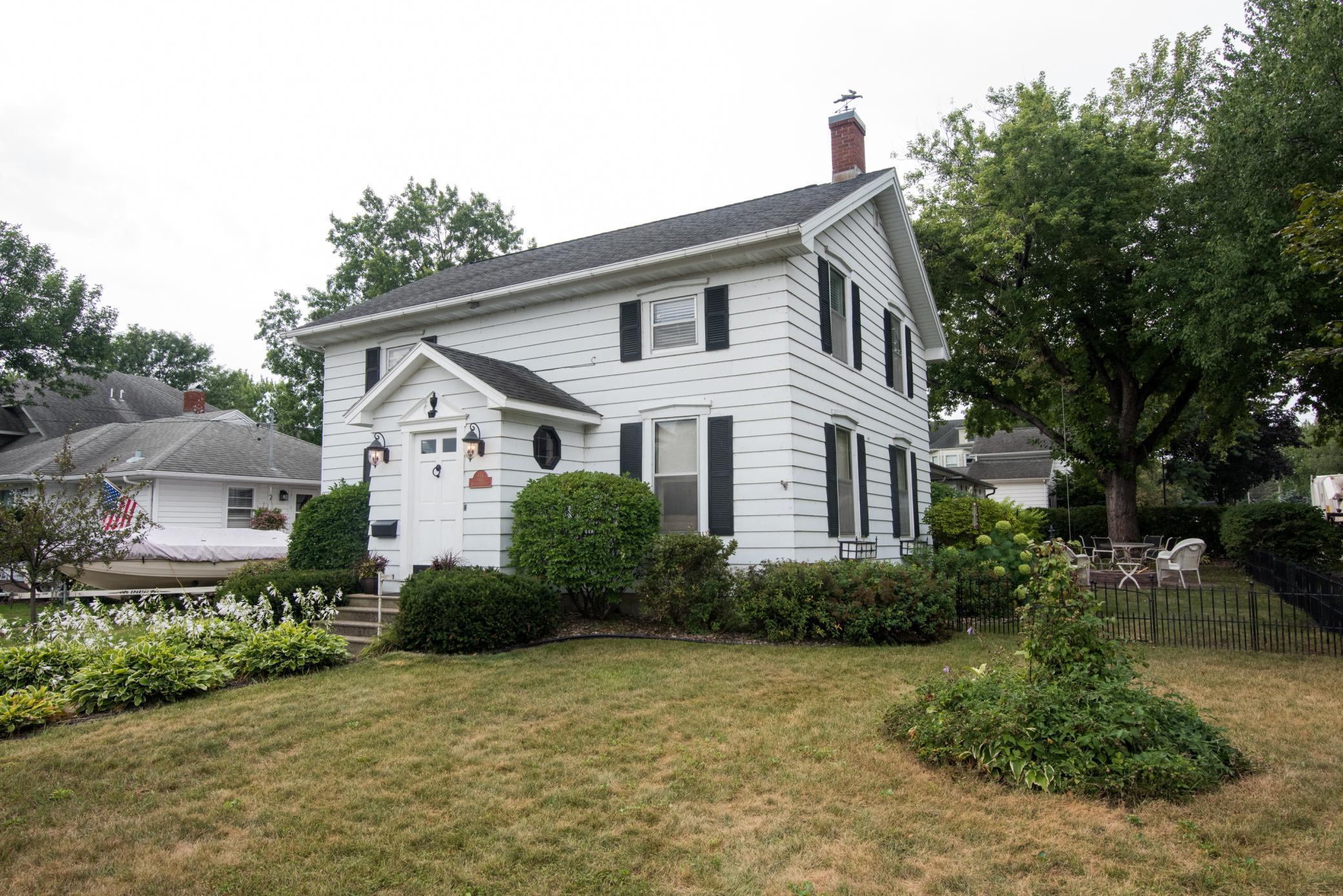 702 S Oak Street Property Photo