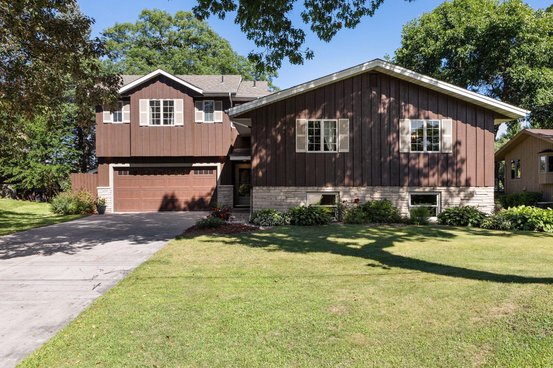 2917 Silver Lake Court NE Property Photo - Saint Anthony, MN real estate listing