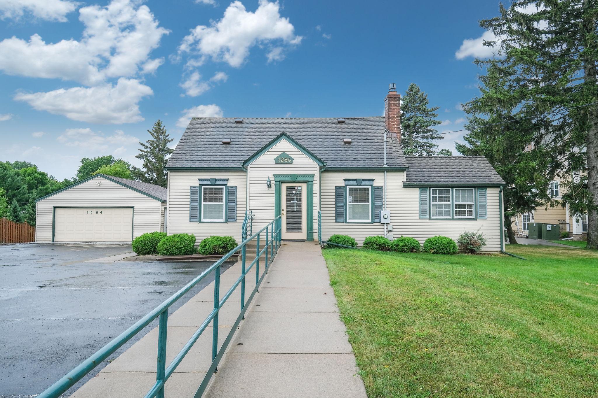 1284 County Road E E Property Photo