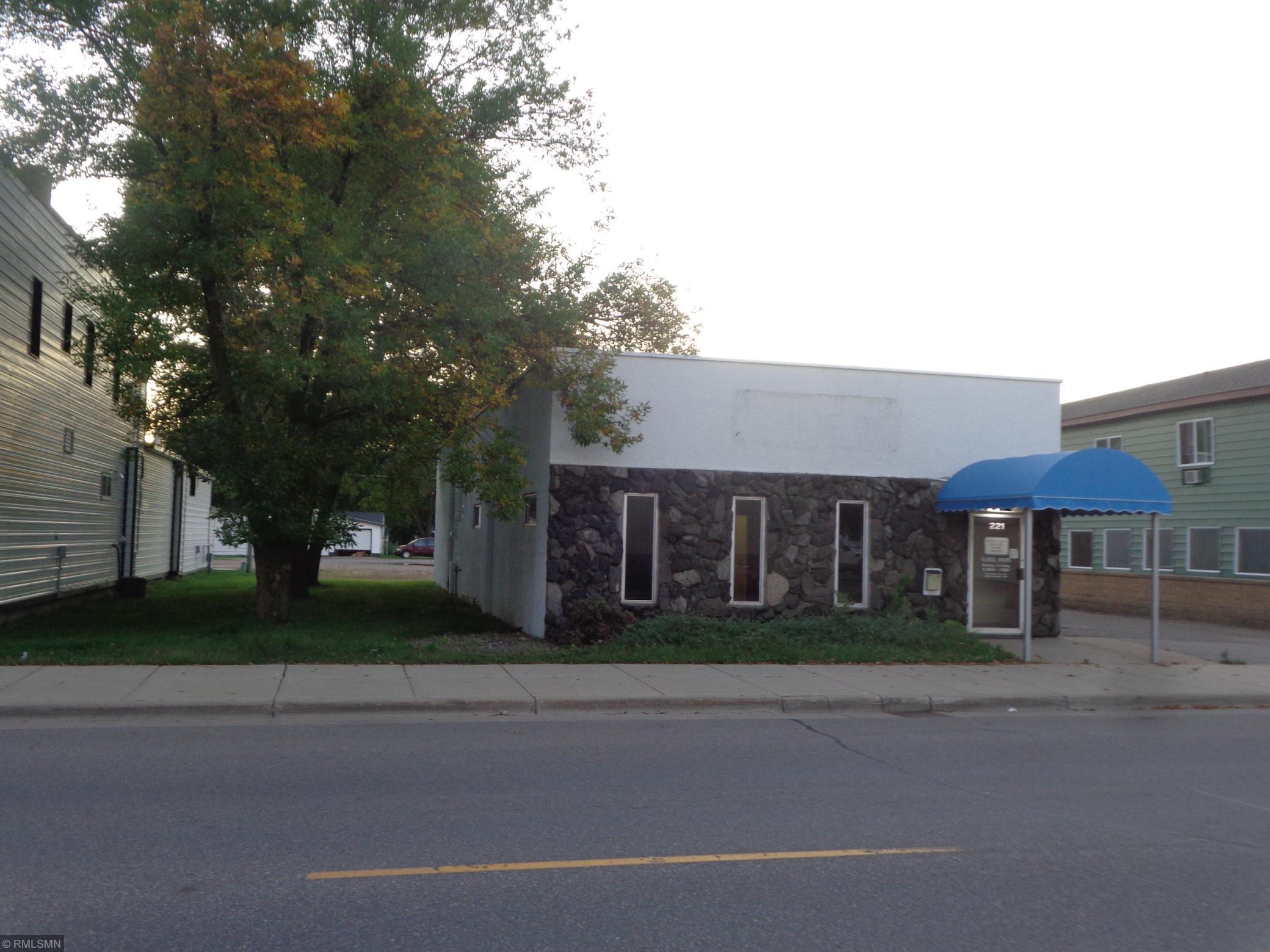 221 Main Street N Property Photo