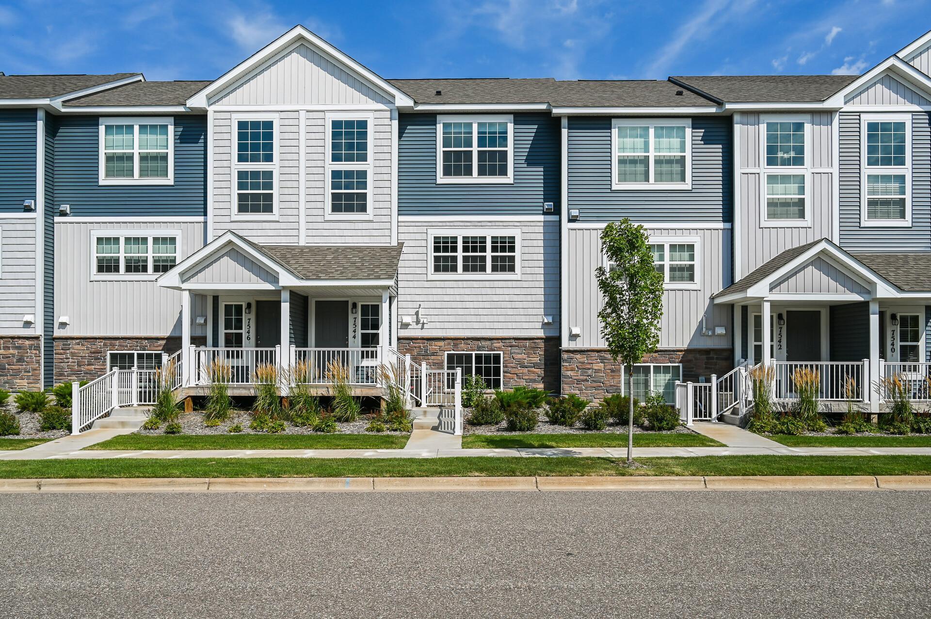 7544 Woods Edge Boulevard Property Photo