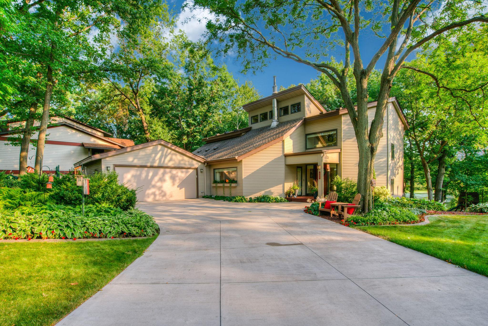 400 Harriet Circle Property Photo - Shoreview, MN real estate listing