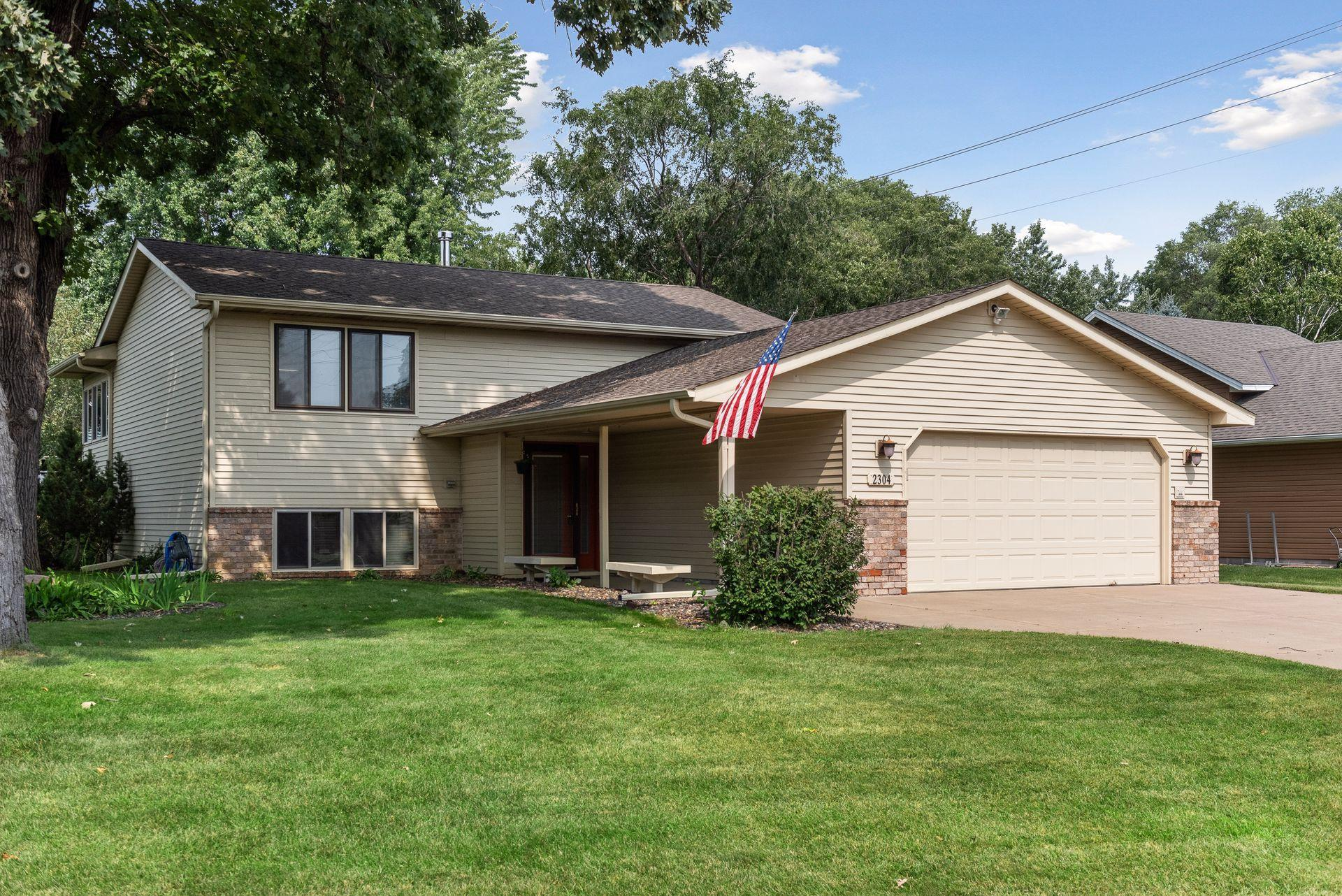 2304 94th Way Property Photo - Brooklyn Park, MN real estate listing