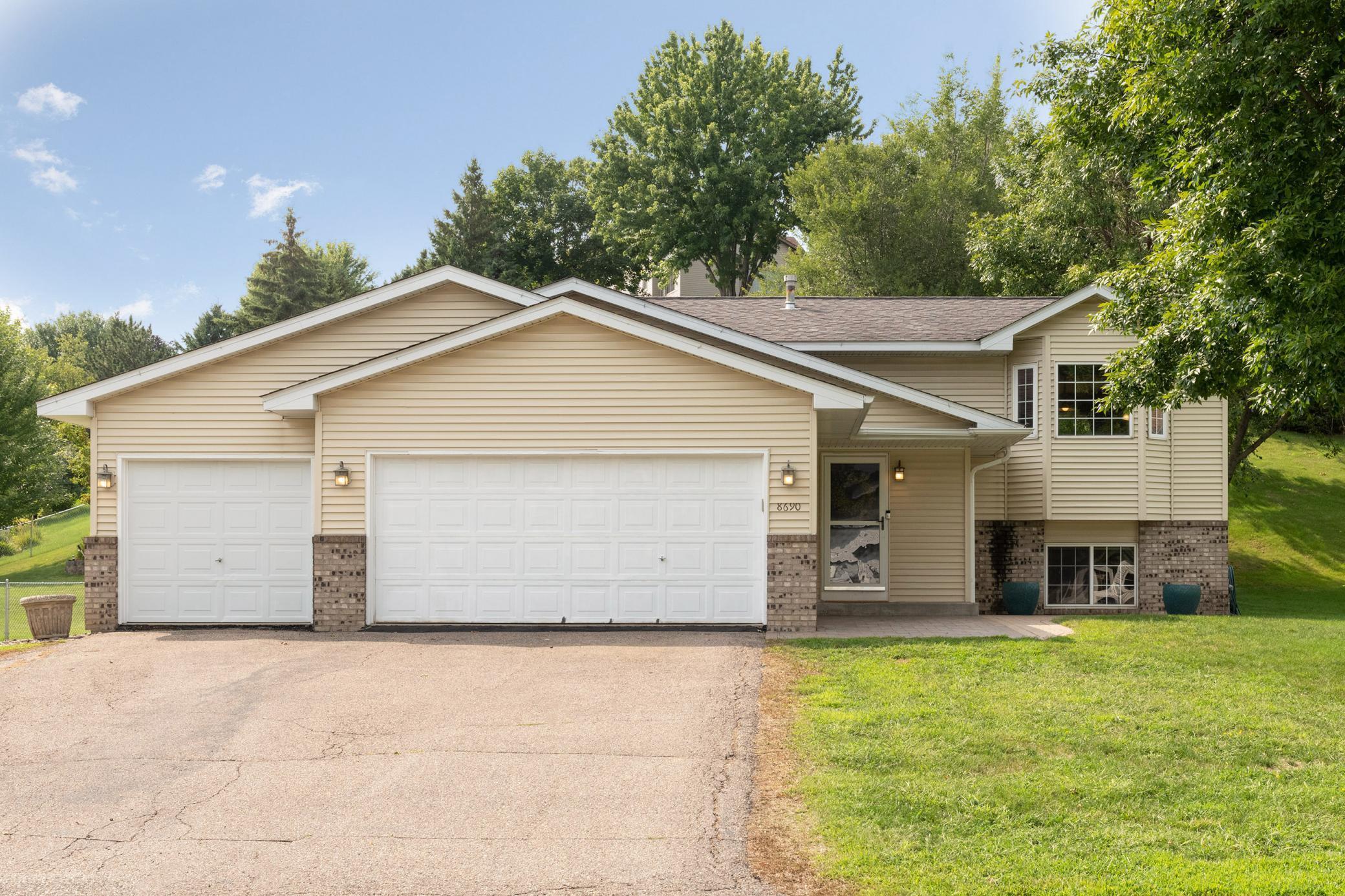 8690 Hillview Drive E Property Photo - Saint Bonifacius, MN real estate listing