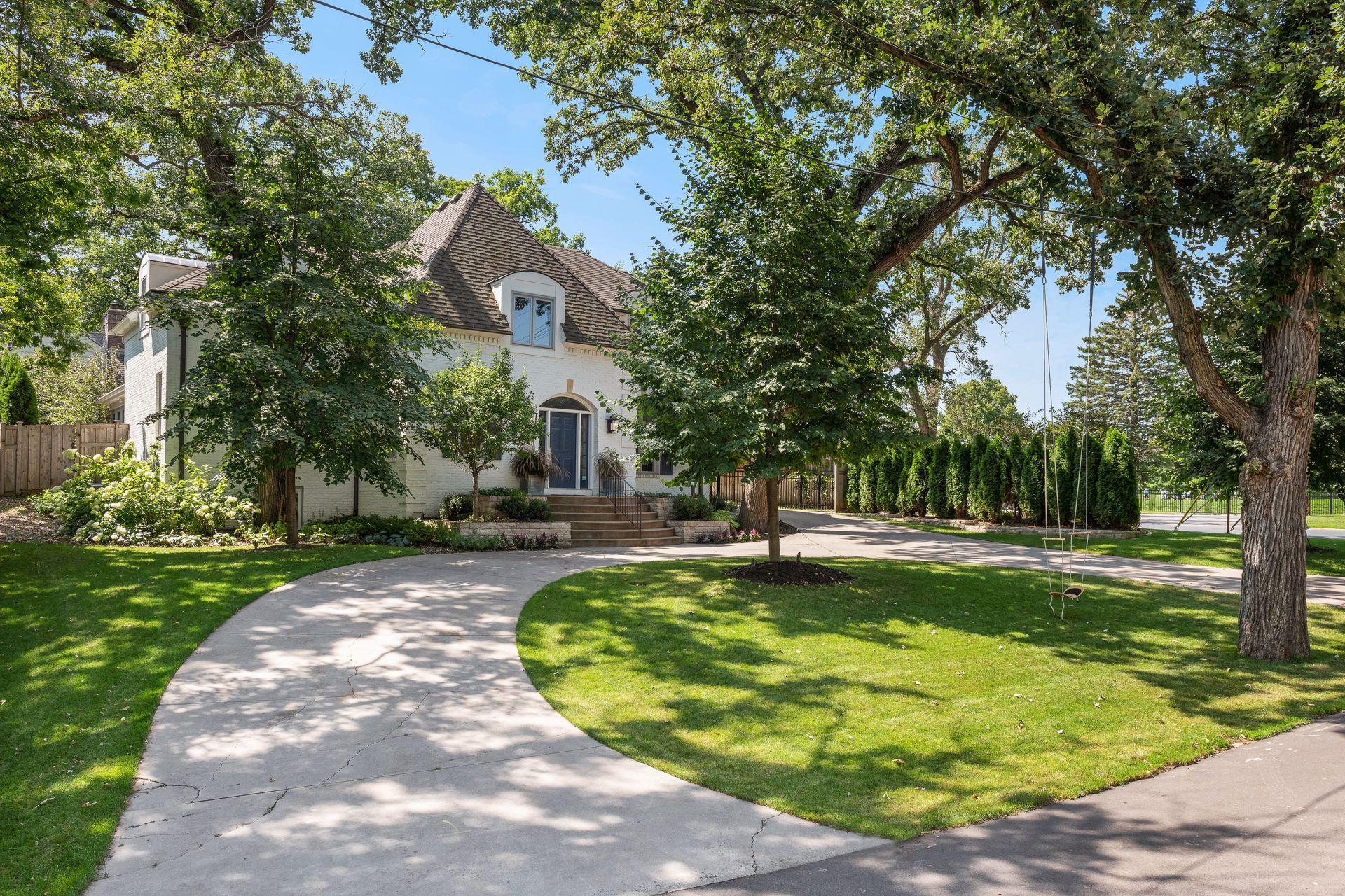 5131 Wooddale Glen Property Photo - Edina, MN real estate listing