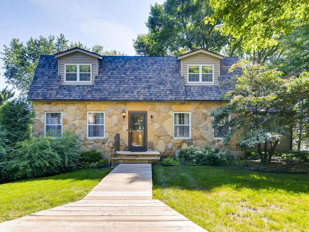 481 Desnoyer Avenue Property Photo - Saint Paul, MN real estate listing