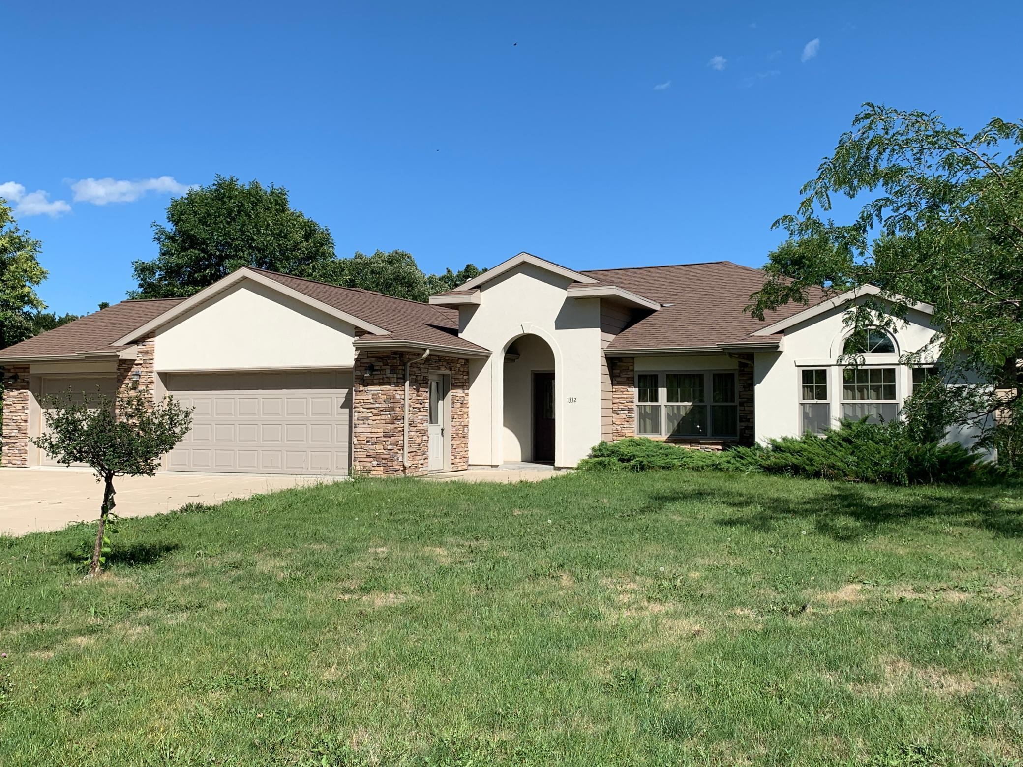 1332 Lac Qui Parle Property Photo - Gary, SD real estate listing