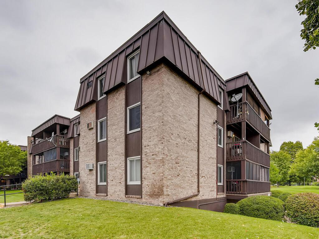4207 Lakeside Avenue N #241 Property Photo - Brooklyn Center, MN real estate listing