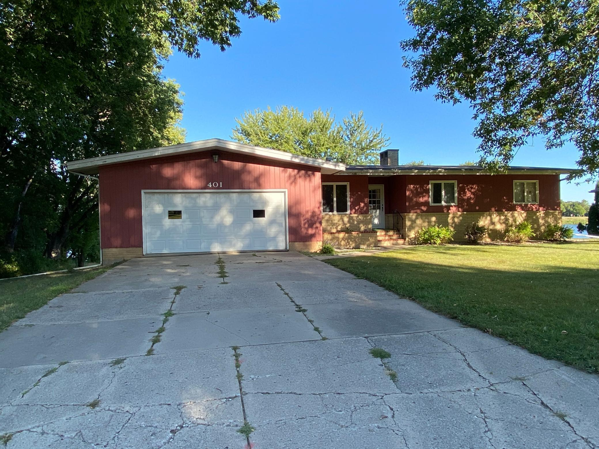 401 Kings Road Property Photo - Fairmont, MN real estate listing