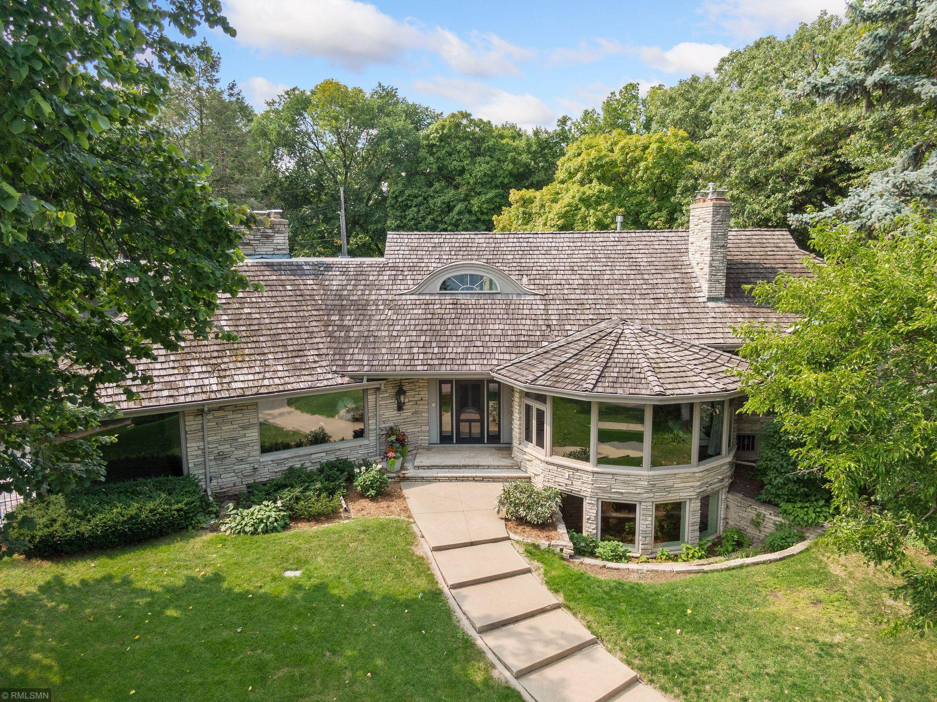 2728 W Lake Of The Isles Parkway Property Photo - Minneapolis, MN real estate listing