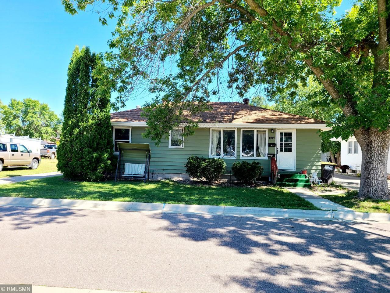 1021 N Washington Avenue Property Photo - Saint Peter, MN real estate listing