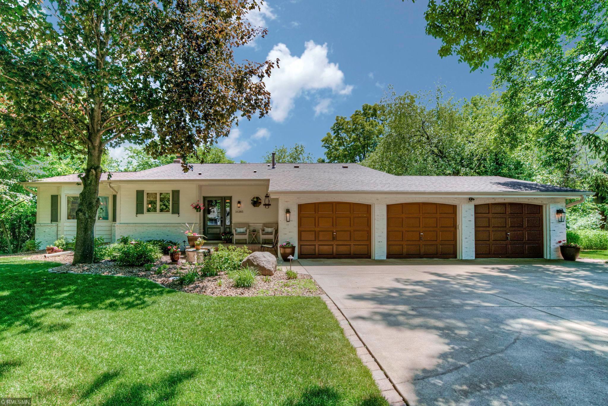 16385 Baywood Lane Property Photo - Eden Prairie, MN real estate listing