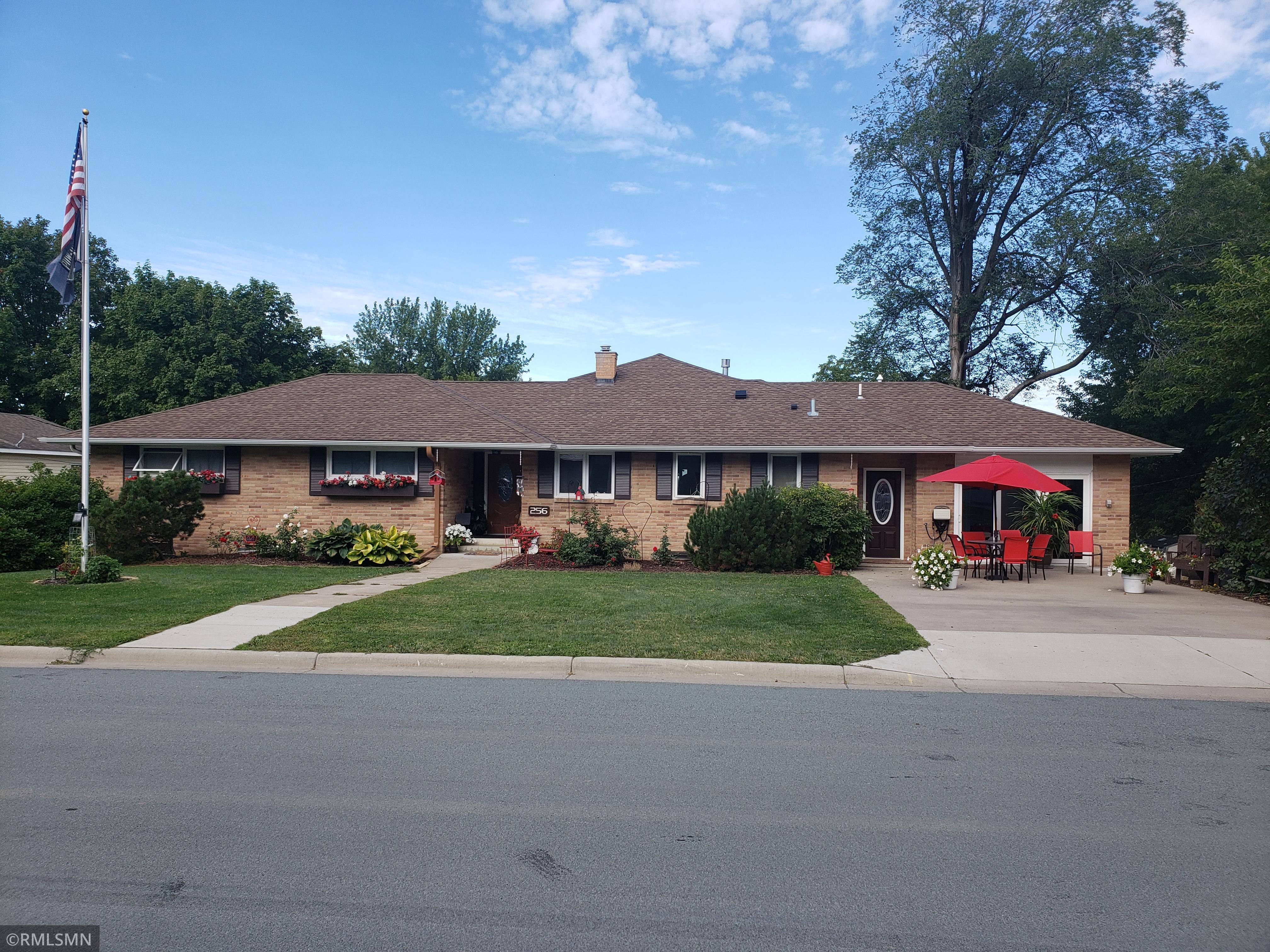 256 N Lexington Avenue Property Photo - Le Center, MN real estate listing