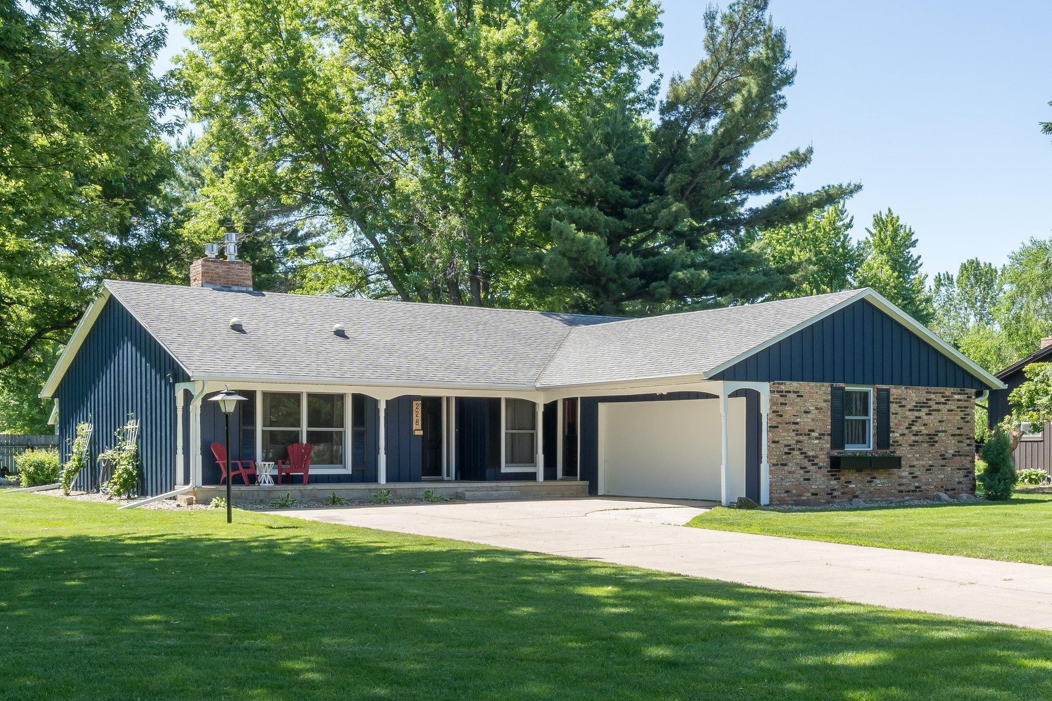 228 Inner Drive Property Photo - Le Sueur, MN real estate listing