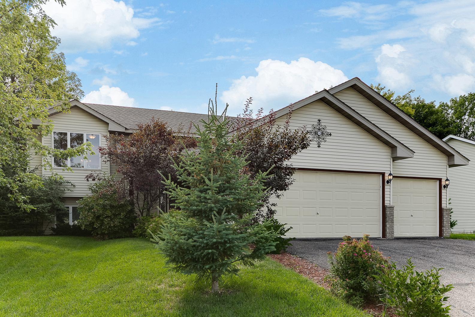 136 Pheasant Ridge Drive Property Photo - Montrose, MN real estate listing