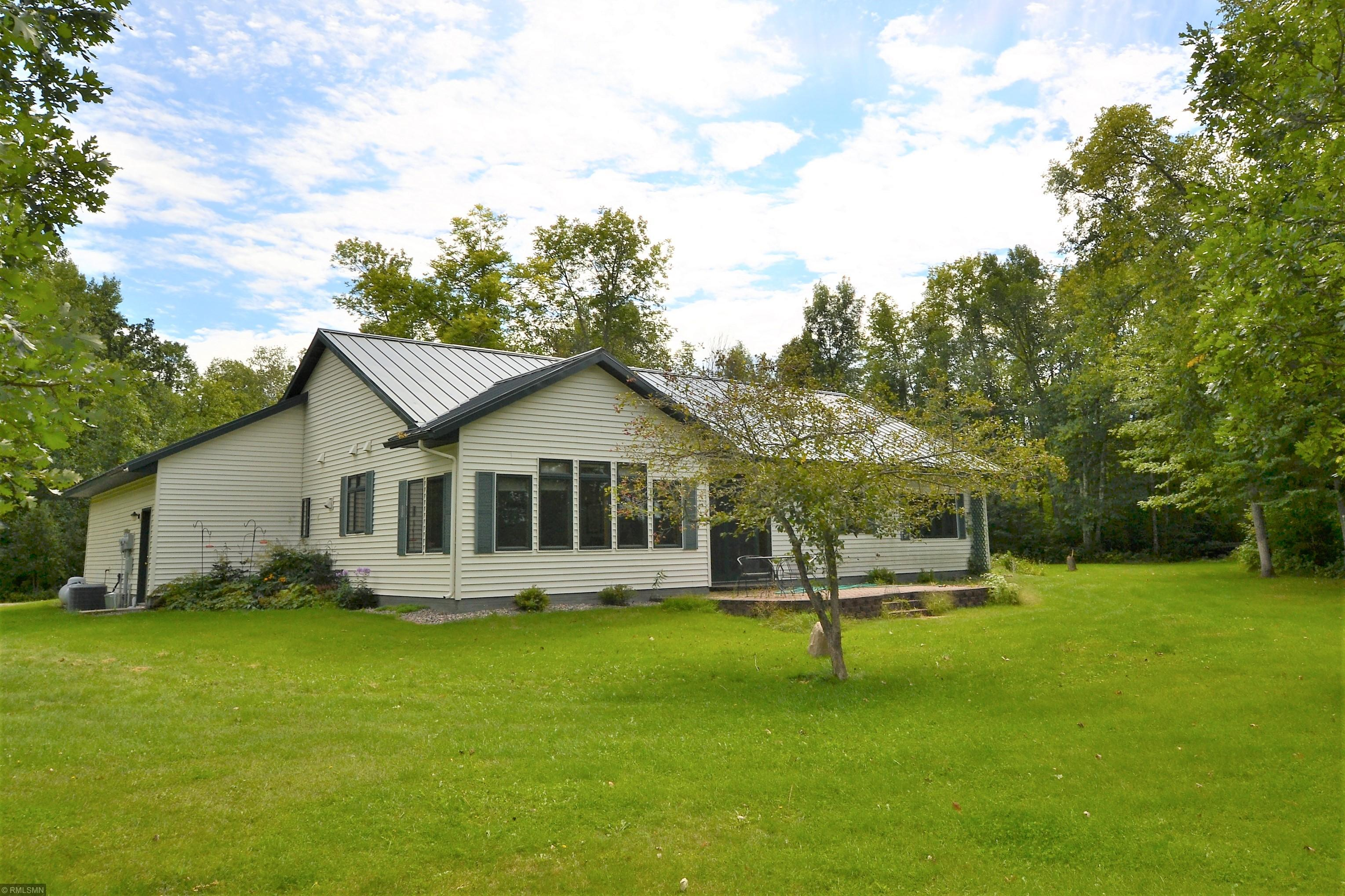37660 E Lakeview Drive Property Photo - Bovey, MN real estate listing