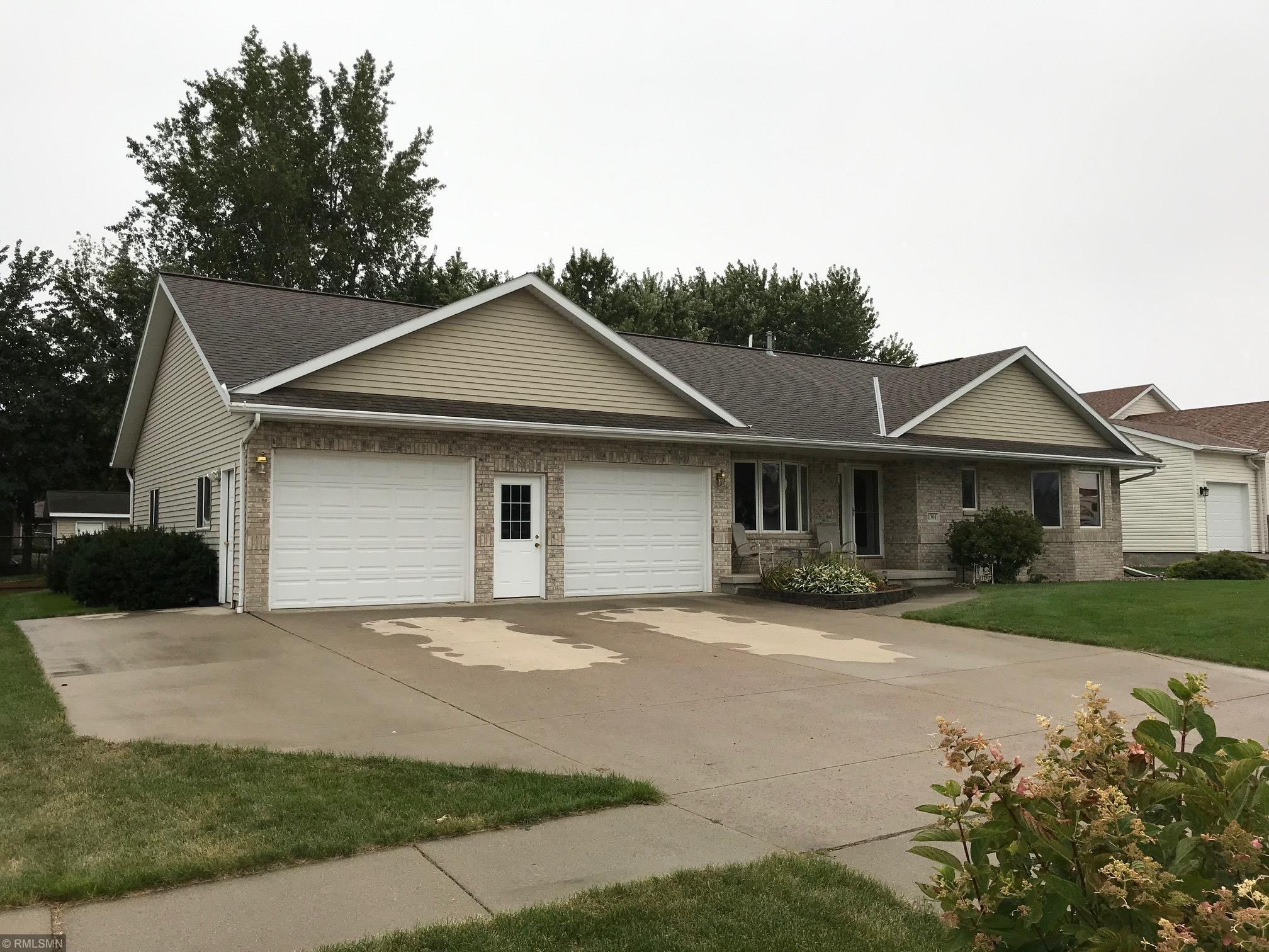 1301 Briarwood Drive Property Photo - Worthington, MN real estate listing