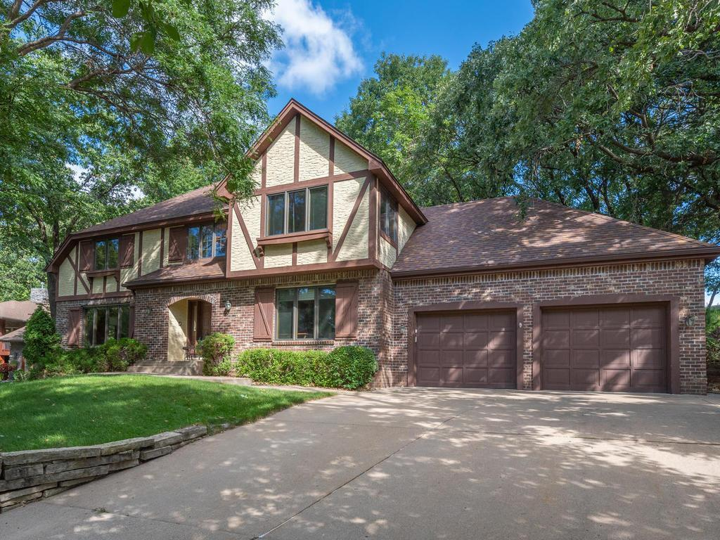13166 Beehive Court Property Photo - Eden Prairie, MN real estate listing