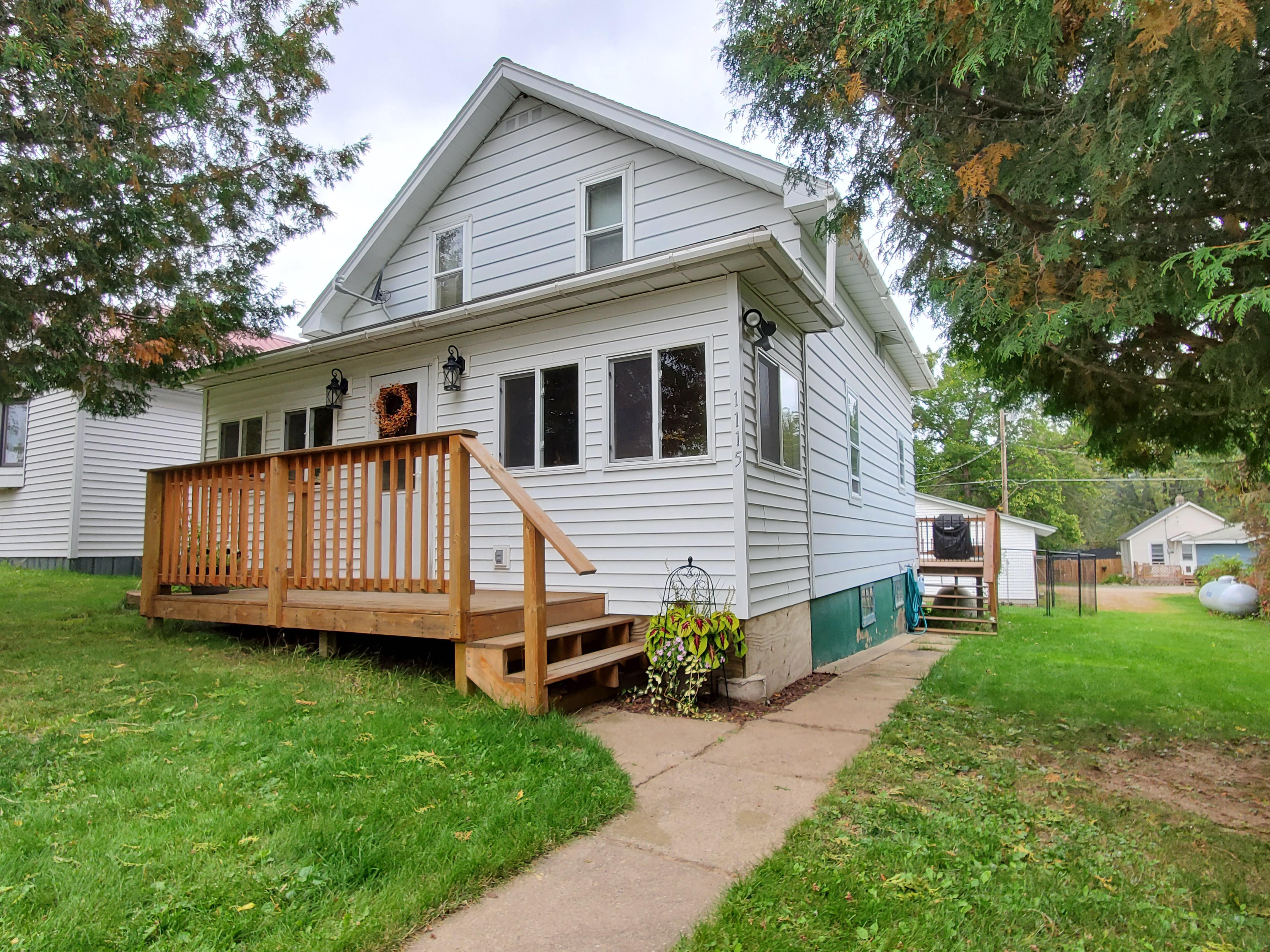 1115 E Washington Street Property Photo - Ely, MN real estate listing