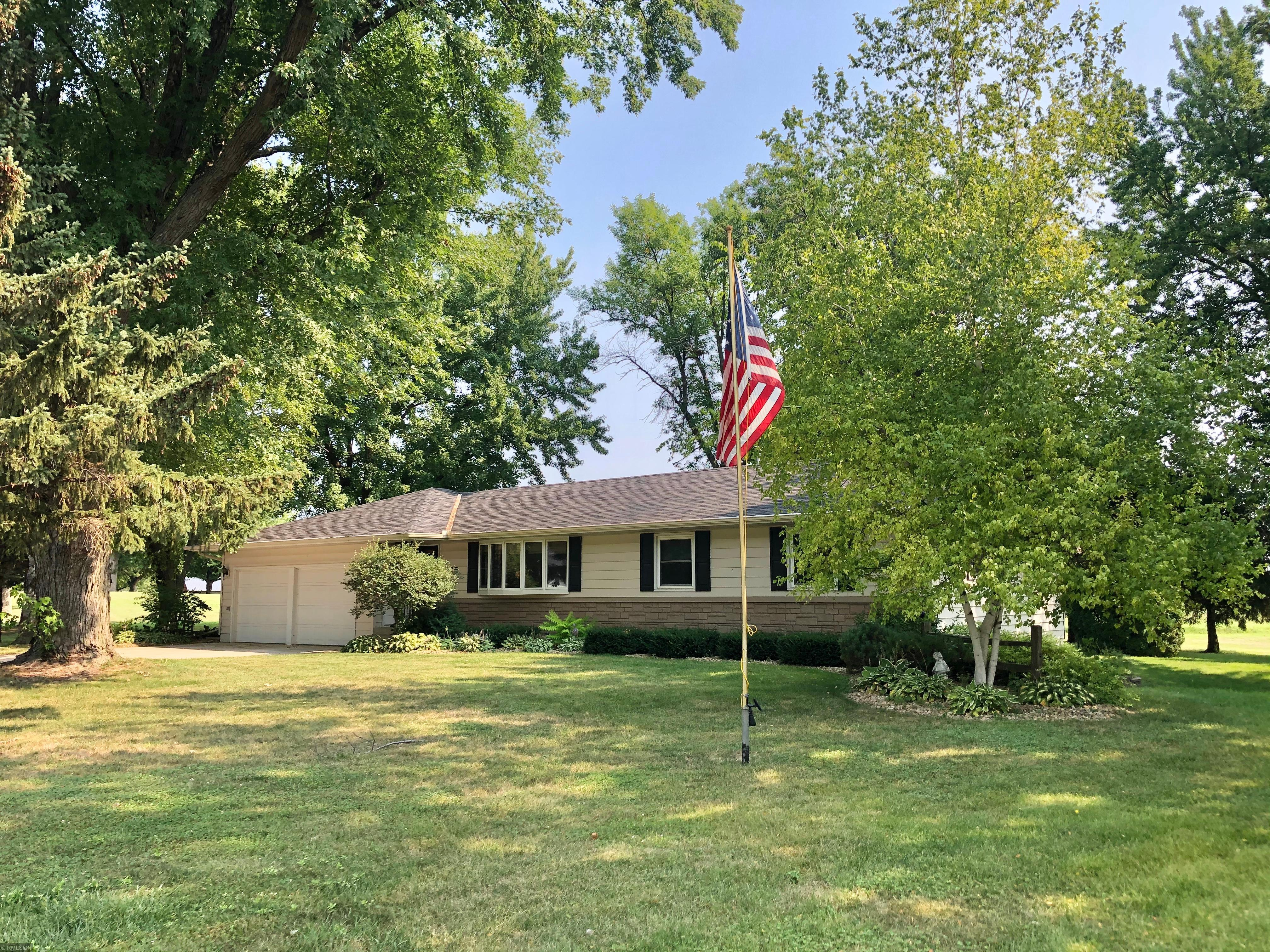 515 N Park Avenue Property Photo - Springfield, MN real estate listing