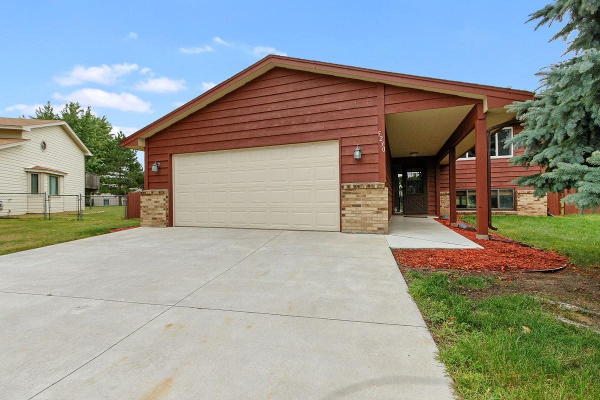 5230 Welcome Avenue N Property Photo - Crystal, MN real estate listing