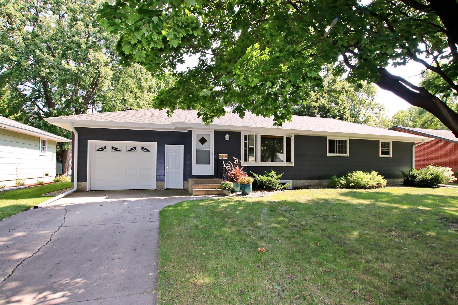 1404 Elm Avenue N Property Photo - Glencoe, MN real estate listing